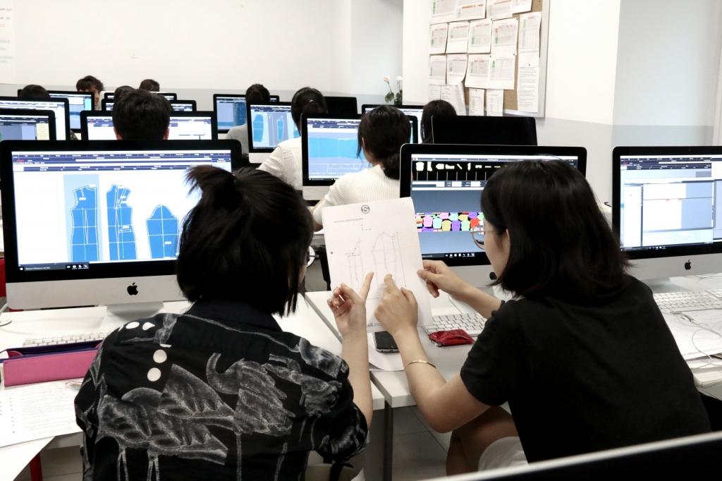I corsi specialistici di grafica e CAD di Istituto Secoli per i professionisti del mondo della moda.